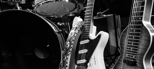 verulam-delbert-barn-party-bw-guitars