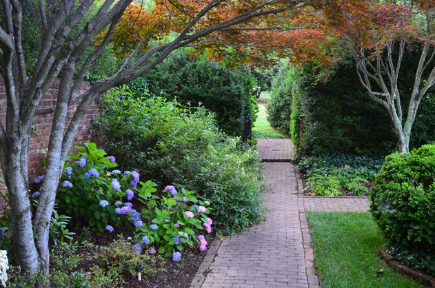 gilette-garden-walk