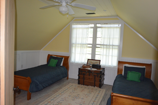 cottage-second-floor-bedroom